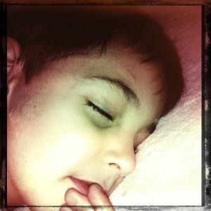 Joao dorme feito anjo